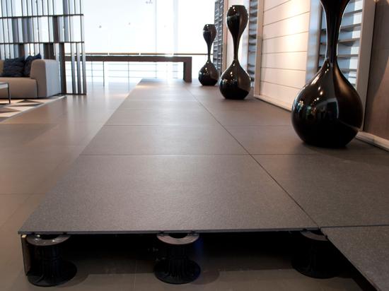 Il pavimento sopraelevato per interni ed esterni bhc milano le