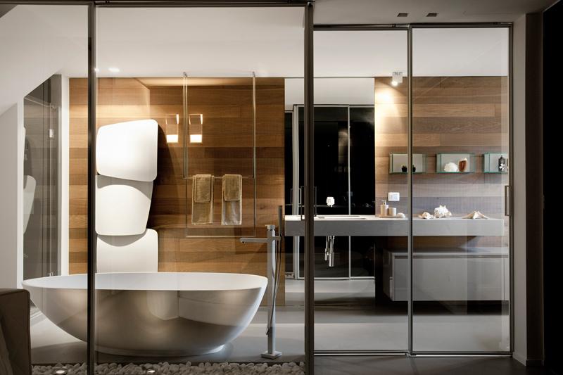 Bagno In Camera Con Vetro : Una casa che gioca con i contrasti del bianco e del nero bhc